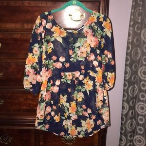 EUC navy blue floral blouse!!